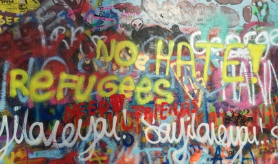 Graffiti no hate refugees welcome Prag